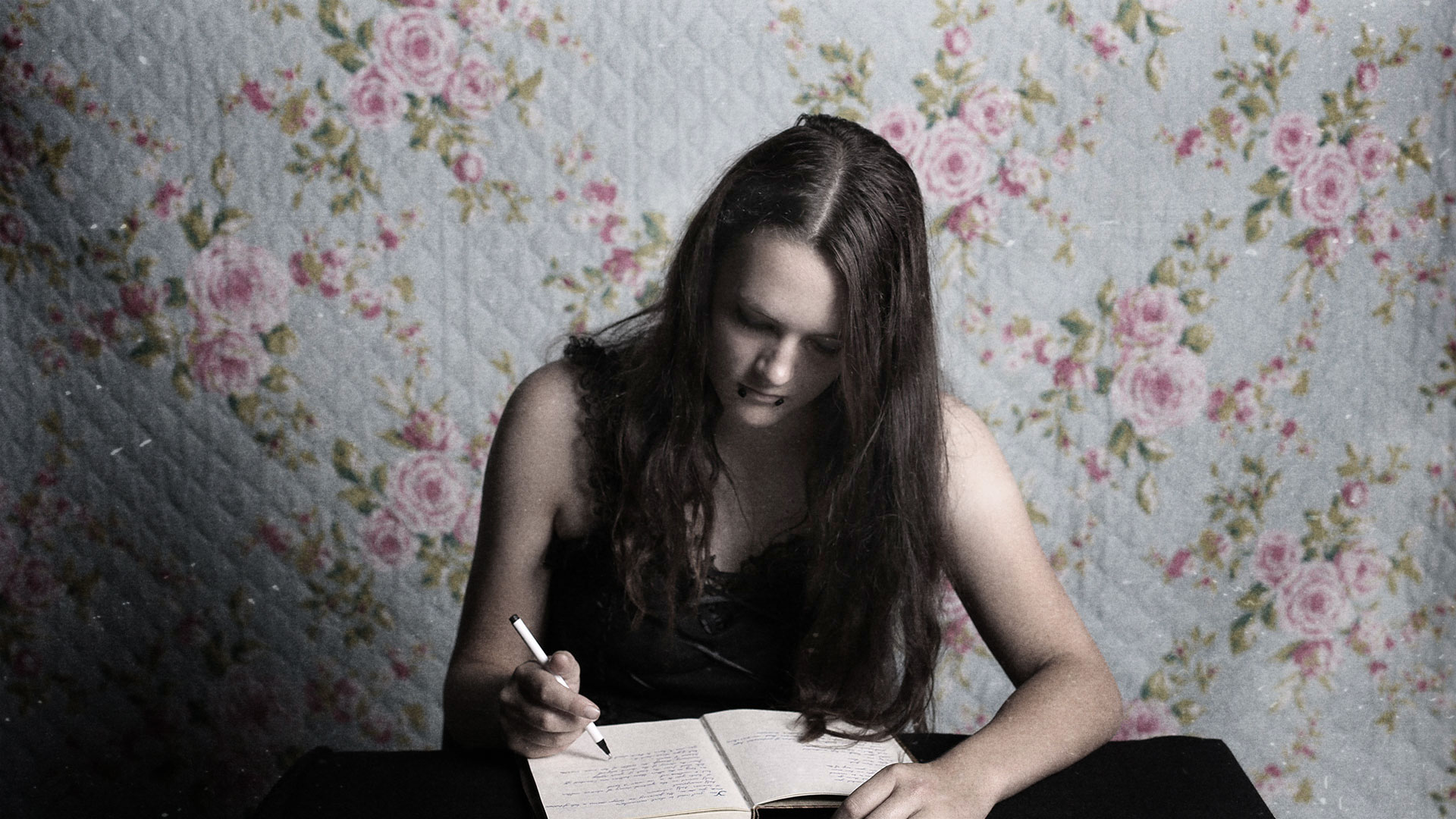 diary-writing-portraiture