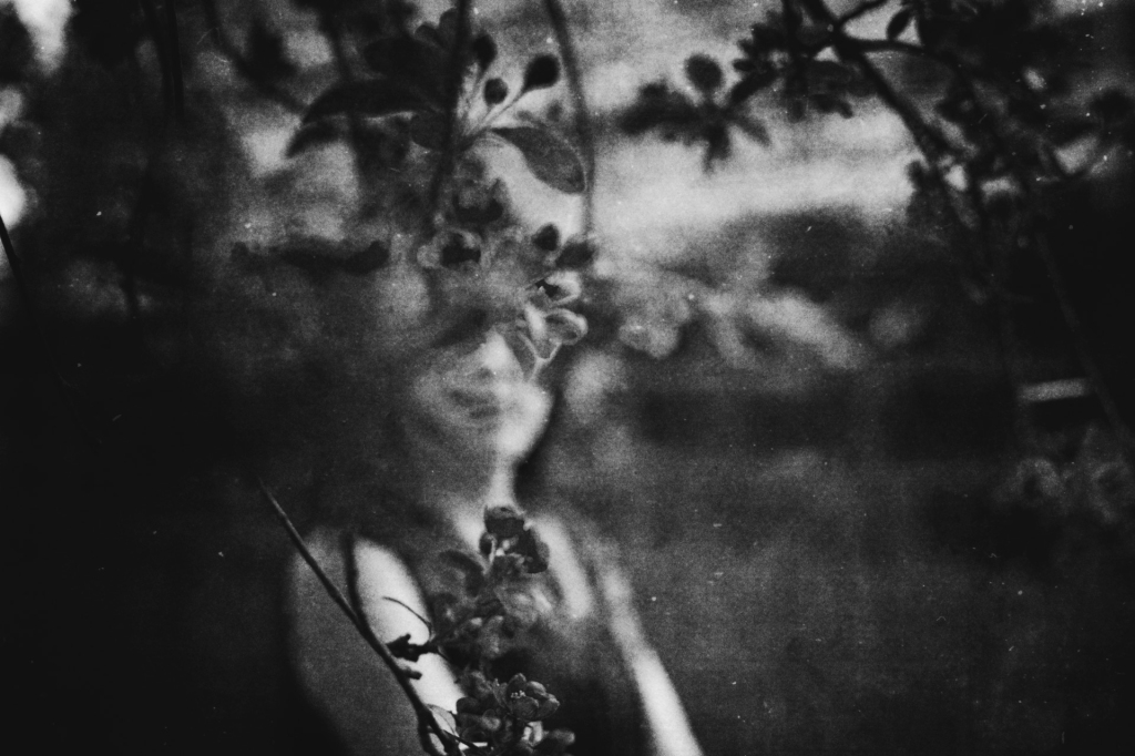 uncanny-gothic-photography-flowers-portraiture-faded