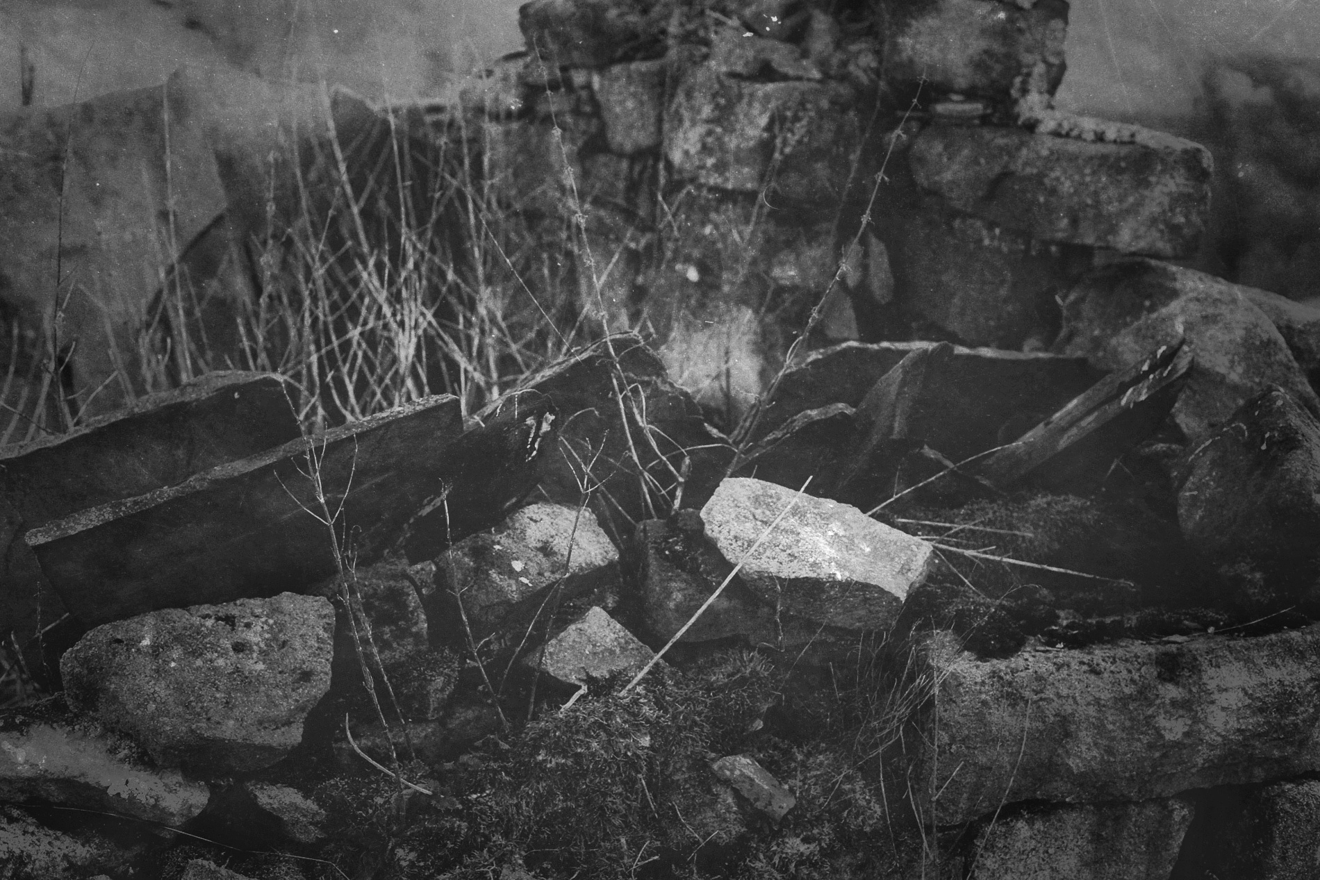 yorkshire-ruins-bnw-stone-hebden-01