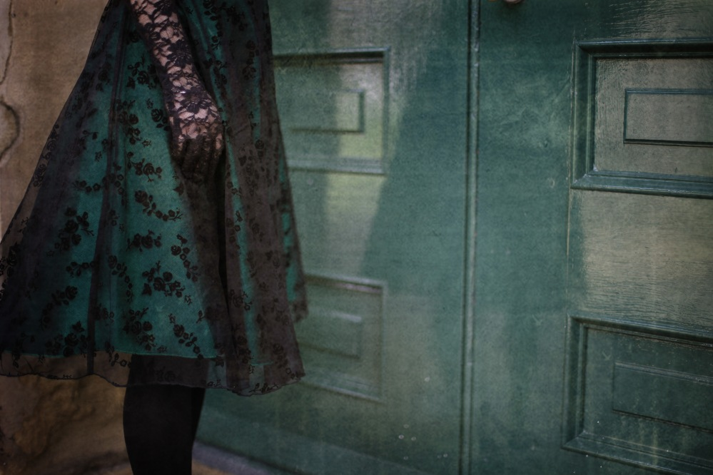girl-green-dress-lace-gothic