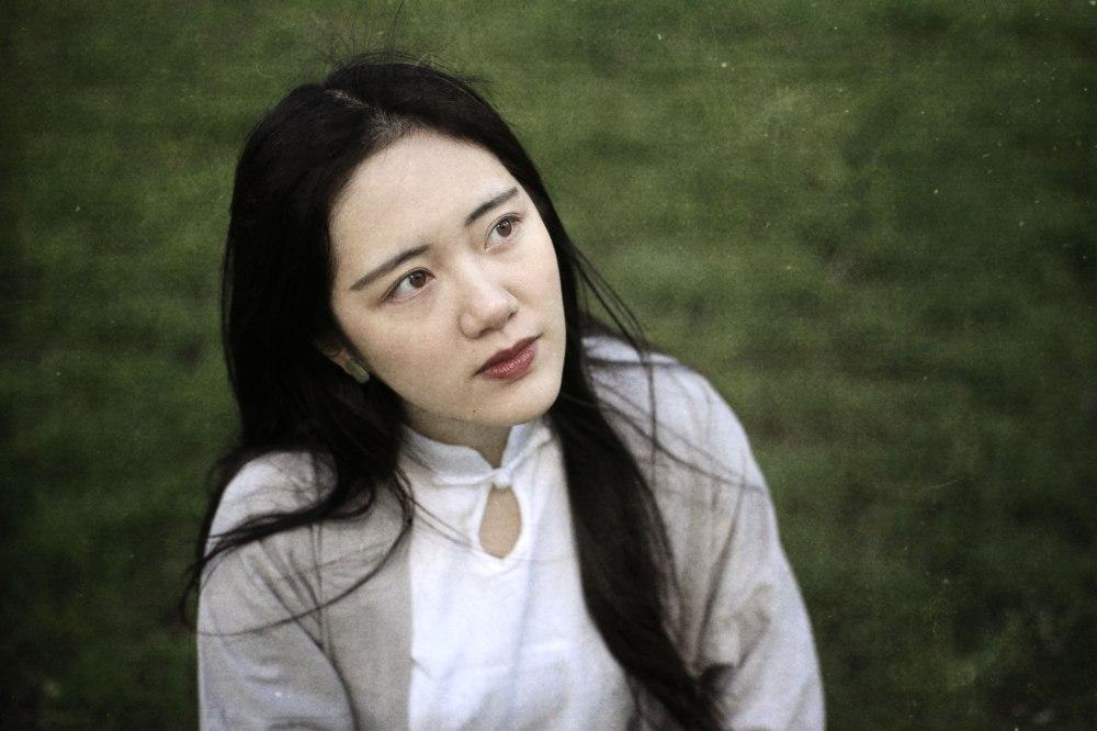 girl-nature-grass-portrait-exposure