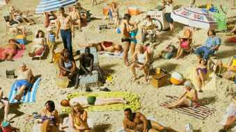 fine-art-cinematic-photography-crowds-retro-beach