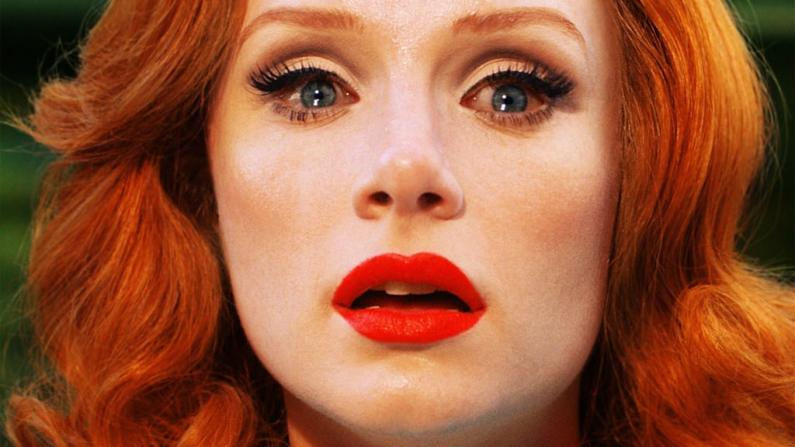 fine-art-cinematic-photography-redhead-emotion-closeup
