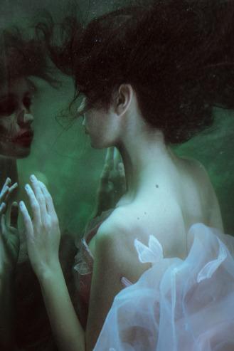 underwater-fine-art-portrait-mirror