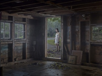 Gregory-Crewdson-cinematic-photography-1