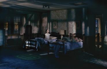 Gregory-Crewdson-darkness
